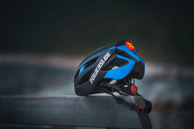 Powerslide Race Attack helmet black/blue met LED licht